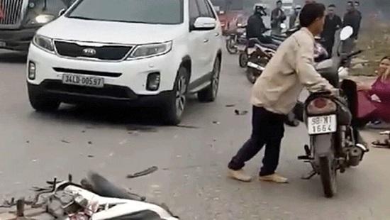 Tin tai nạn giao thông mới nhất ngày 2/1/2020: Làm cỏ ven đường, người phụ nữ bị tông tử vong - Ảnh 3