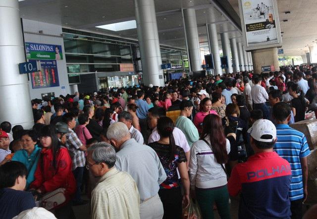 """Tóm gọn """"đạo chích"""" hành nghề móc túi tại sân bay Tân Sơn Nhất - Ảnh 2"""