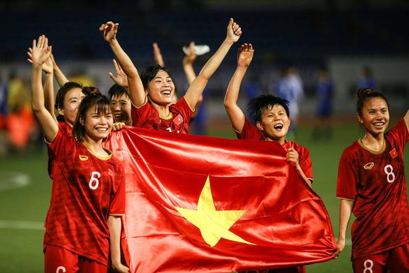 Lùm xùm công ty hứa thưởng 500 triệu đồng cho tuyển nữ Việt Nam: HLV Mai Đức Chung nói gì? - Ảnh 1