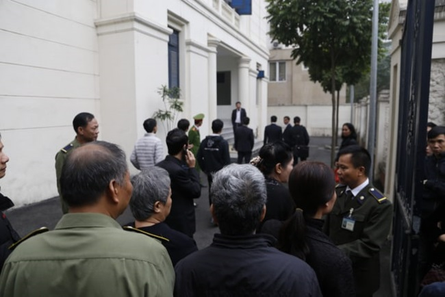 Những hình ảnh đầu tiên tại phiên tòa xét xử vụ bé trai trường Gateway tử vong trên xe đưa đón - Ảnh 3