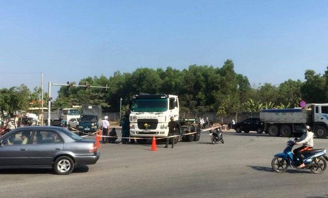 Tin tai nạn giao thông mới nhất ngày 15/1/2020: Va chạm với xe container, 2 phụ nữ thương vong - Ảnh 1