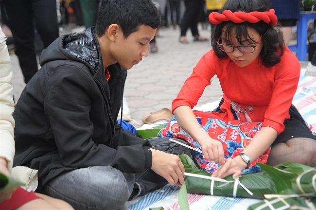 Hà Nội: Thầy cô THPT Trần Thánh Tông trích thu nhập, tặng quà Tết cho học sinh khó khăn - Ảnh 2