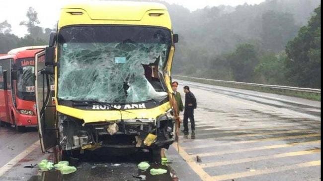 Tin tai nạn giao thông mới nhất ngày 18/1/2020: Băng qua đường sắt, ôtô bị tàu hỏa cán nát - Ảnh 2