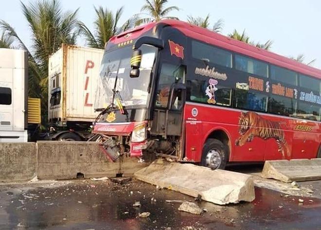 Tin tai nạn giao thông mới nhất ngày 20/1/2020: Nam tài xế ở Hà nội tử vong trên xe - Ảnh 4