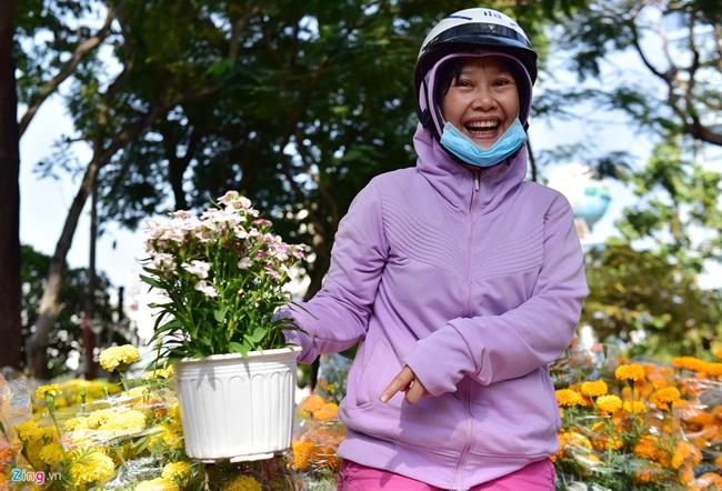 Người cười, người khóc giữa chợ hoa xuân ngày 30 Tết - Ảnh 3