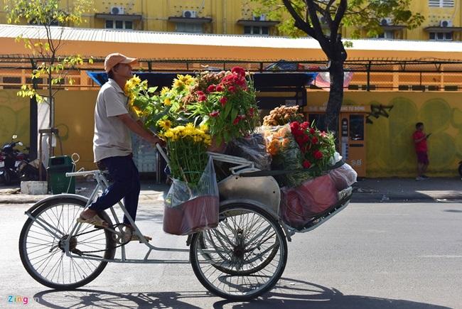 Người cười, người khóc giữa chợ hoa xuân ngày 30 Tết - Ảnh 7