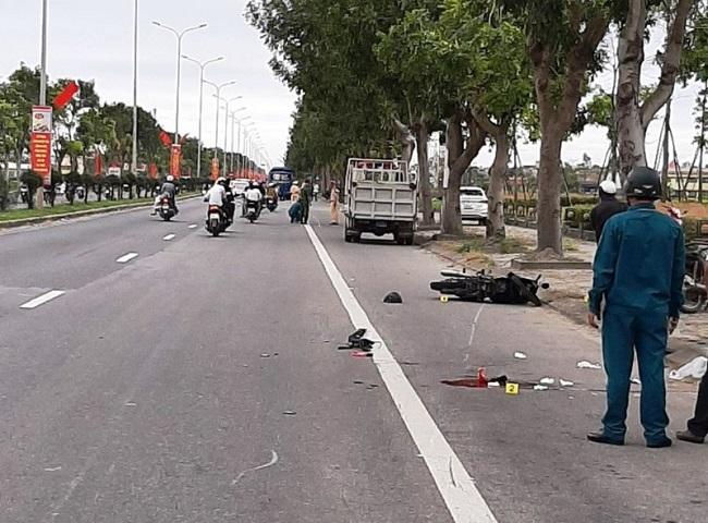 Tin tai nạn giao thông mới nhất ngày 28/1/2020: Va chạm xe khách, nam sinh lớp 6 tử vong - Ảnh 1