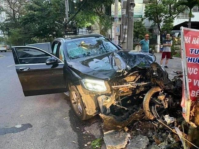 Tin tai nạn giao thông mới nhất ngày 1/2/2020: Xe máy lao vào lan can, 2 thanh niên thương vong - Ảnh 2