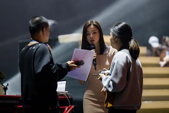 """4000 vé Q show 2 ở Hà Nội được """"bay hết"""" trước giờ G, Lệ Quyên tập luyện hết tốc lực - Ảnh 1"""