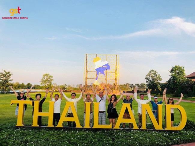 Tour khách đoàn Golden Smile Travel: Du lịch đoàn kết, đẳng cấp doanh nghiệp - Ảnh 2