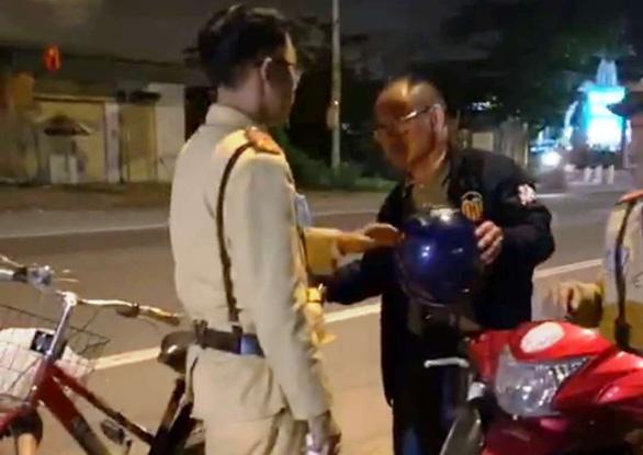Hà Tĩnh: Người đàn ông say rượu đi xe đạp bị phạt 500 nghìn đồng - Ảnh 1