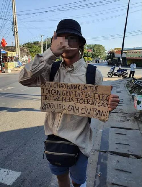 Kiên Giang: Cơ quan chức năng vào cuộc vụ người nước ngoài cầm bảng xin tiền - Ảnh 2