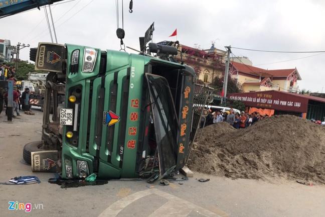 Tin tai nạn giao thông mới nhất ngày 10/1/2020: Xe bán tải lao xuống vực, tài xế tử vong tại chỗ - Ảnh 1
