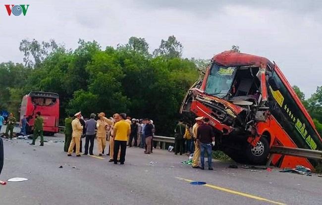 Tin tai nạn giao thông mới nhất ngày 11/2/2020: Xe limousine lao xuống đèo, 8 người thoát chết - Ảnh 4
