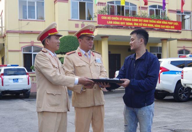 Người đàn ông viết thư cảm ơn CSGT Hà Nội vì tìm lại được tài sản đã mất - Ảnh 2