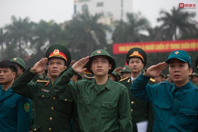 Thanh niên Hà Nội rạng rỡ lên đường nhập ngũ - Ảnh 12