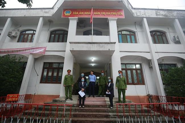 An ninh thắt chặt tại phiên tòa xử vụ container đâm Innova đi lùi trên cao tốc Thái Nguyên - Ảnh 1
