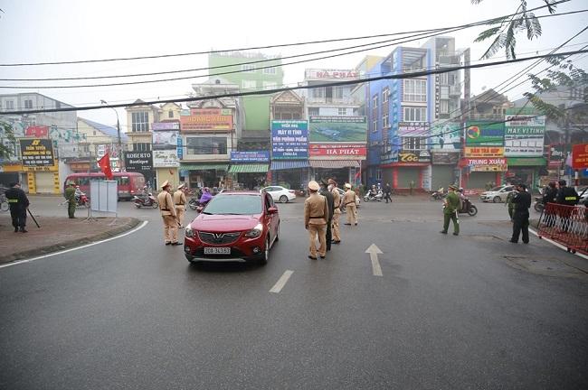 An ninh thắt chặt tại phiên tòa xử vụ container đâm Innova đi lùi trên cao tốc Thái Nguyên - Ảnh 2