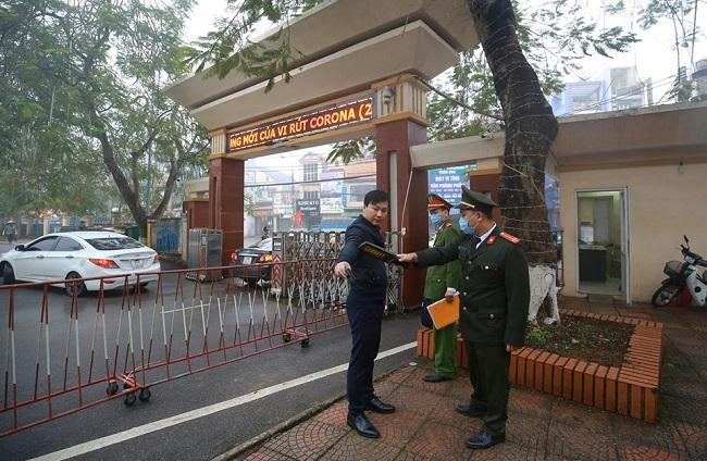An ninh thắt chặt tại phiên tòa xử vụ container đâm Innova đi lùi trên cao tốc Thái Nguyên - Ảnh 3