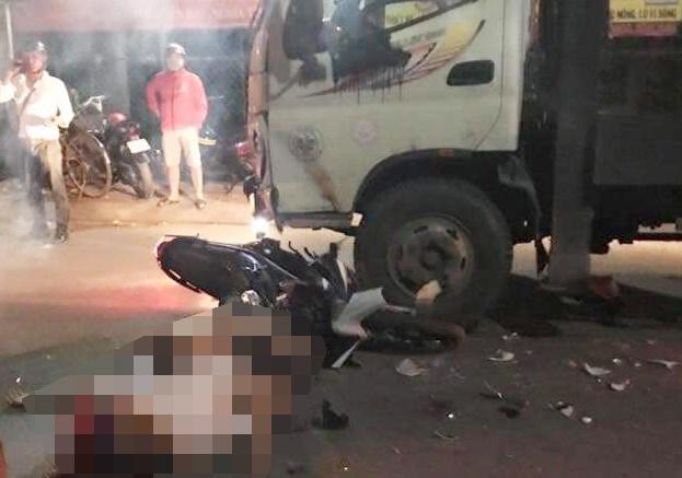 Tin tai nạn giao thông mới nhất ngày 26/2/2020: Va chạm với xe tải, đôi nam nữ tử vong - Ảnh 1