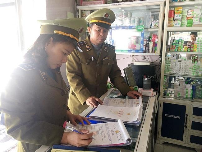 Quảng Bình: Hàng loạt quầy thuốc tăng giá khẩu trang bị phạt nặng - Ảnh 1