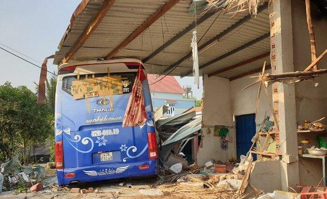 Tin tai nạn giao thông mới nhất ngày 7/2/2020: Xe khách tông 3 người tử vong - Ảnh 1