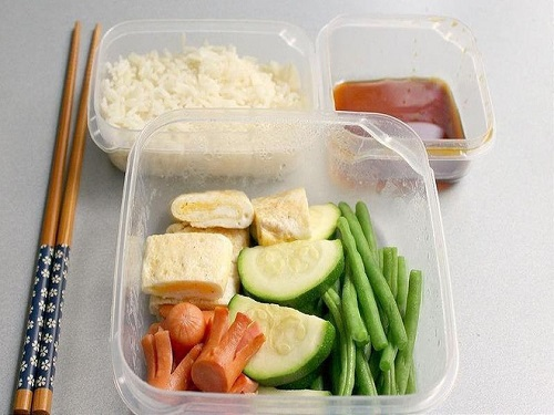Dân văn phòng mang cơm trưa đi làm nên tránh 6 điều sau  - Ảnh 6