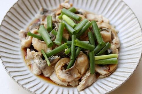 Bữa trưa đơn giản với món cá trộn nước tương  - Ảnh 3