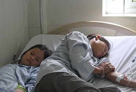 Hà Tĩnh: Bốn người trong gia đình nhập viện cấp cứu do ăn phải nấm độc - Ảnh 2