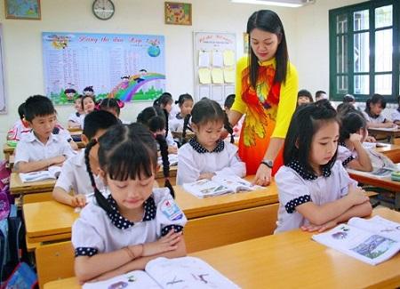 Hà Nội yêu cầu nhà trường không thu gộp nhiều khoản vào đầu năm học - Ảnh 1