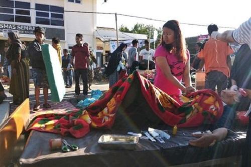 Indonesia: Động đất sáng sớm, 10 người tử vong, nhiều tòa nhà đổ sập - Ảnh 3