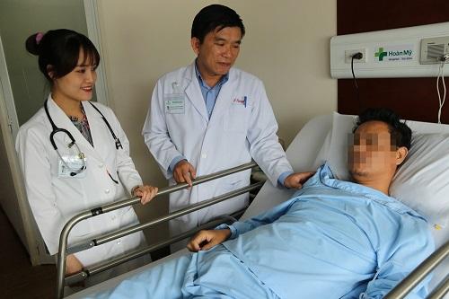 Hóc xương cá đằng đẵng 5 năm, người đàn ông phải cắt bỏ nửa lá phổi - Ảnh 1