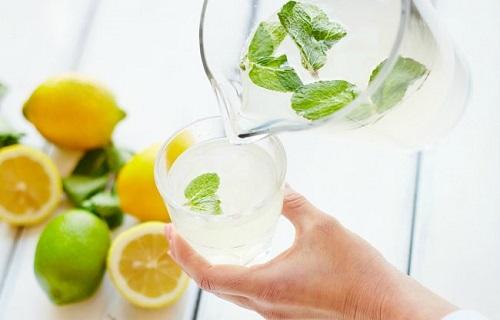 Chớ dại uống quá nhiều nước chanh trong những ngày nắng nóng - Ảnh 1