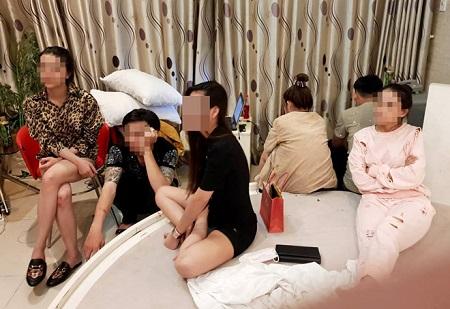 Hơn chục dân chơi tổ chức 'tiệc ma túy', mua bán dâm trong khách sạn ở Sài Gòn - Ảnh 1