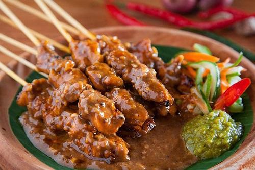 Đến Indonesia cổ vũ cho Olympic Việt Nam đừng quên thử những món ăn đặc sản này - Ảnh 1