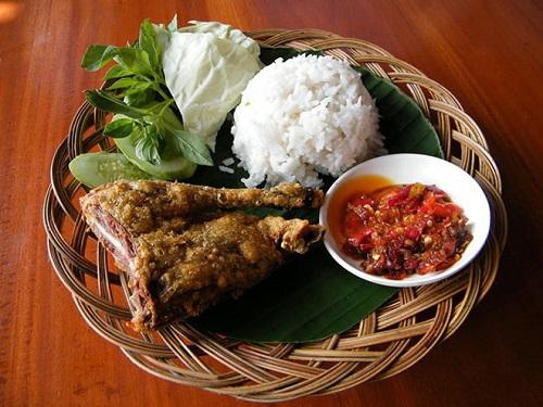 Đến Indonesia cổ vũ cho Olympic Việt Nam đừng quên thử những món ăn đặc sản này - Ảnh 3
