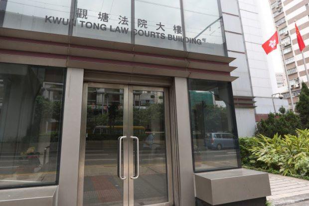 Hong Kong: Bức xúc với nhà trường, phụ huynh tấn công giáo viên bằng thuốc trừ sâu - Ảnh 1