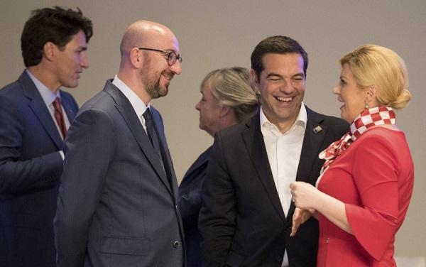 Chi tiết bất ngờ trong gu thời trang thanh lịch của nữ Tổng thống Croatia Kitarovic - Ảnh 2