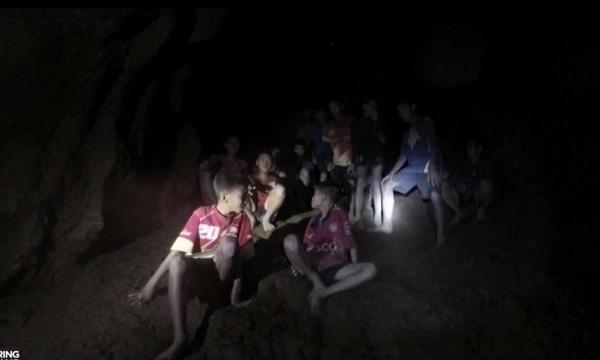Kỳ diệu: Đội bóng Thái Lan mắc kẹt dưới hang đá đã được tìm thấy trong điều kiện sức khỏe tốt - Ảnh 3
