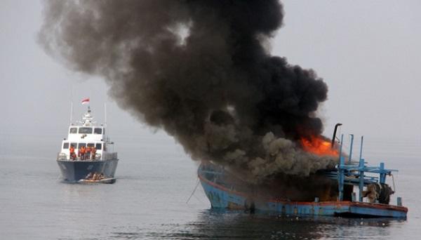 Indonesia tiêu hủy 125 tàu cá xâm phạm lãnh hải trái phép - Ảnh 1