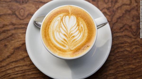 Học sinh Hàn Quốc có thể bị cấm uống trà sữa, cà phê trong khuôn viên trường - Ảnh 1