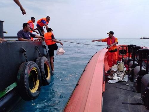 Indonesia triển khai robot để tìm hộp đen của chiếc máy bay Lion Air gặp nạn - Ảnh 1