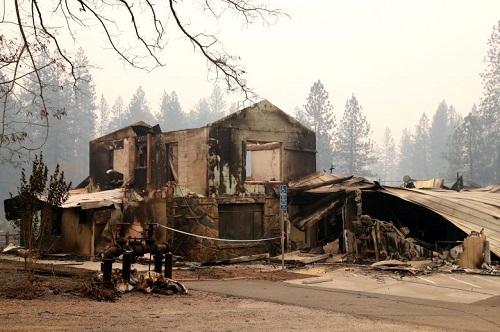 Thảm họa cháy rừng ở California: Khi thiên nhiên bị nhấn chìm trong biển khói lửa - Ảnh 1