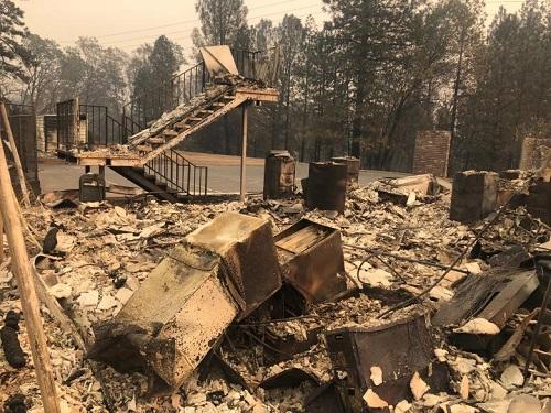 Thảm họa cháy rừng ở California: Khi thiên nhiên bị nhấn chìm trong biển khói lửa - Ảnh 4