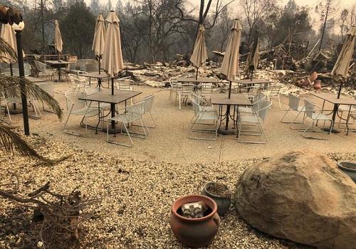 Thảm họa cháy rừng ở California: Khi thiên nhiên bị nhấn chìm trong biển khói lửa - Ảnh 5