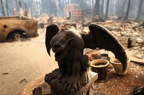Thảm họa cháy rừng ở California: Khi thiên nhiên bị nhấn chìm trong biển khói lửa - Ảnh 8