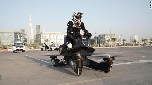 Cảnh sát Dubai được huấn luyện sử dụng xe máy bay trị giá hơn 3 tỷ - Ảnh 1