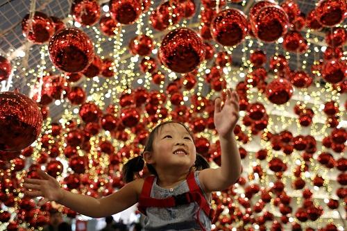 Không khí Giáng sinh tưng bừng khắp thế giới - Ảnh 2