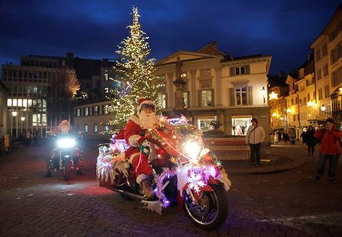 Không khí Giáng sinh tưng bừng khắp thế giới - Ảnh 9