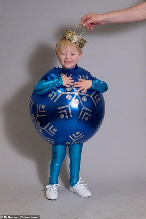 Cậu bé 5 tuổi mắc hội chứng Down bỗng nổi tiếng vì trở thành người mẫu  - Ảnh 2